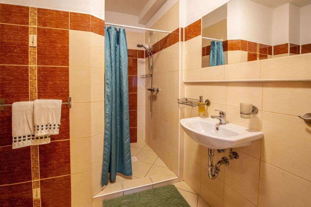 Ubytování U Bílé Paní koupelna sprchový kout